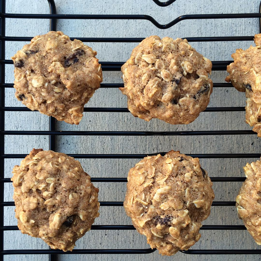The Ultimate Healthy Soft & Chewy Oatmeal Raisin Cookies | @cwsiri