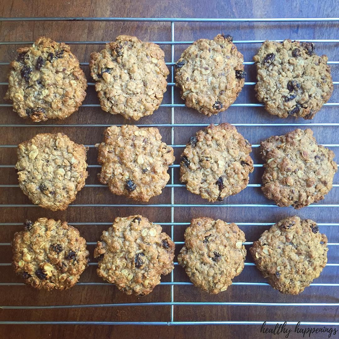Ultimate Healthy Soft & Chewy Oatmeal Raisin Cookies   @healthy.happenings