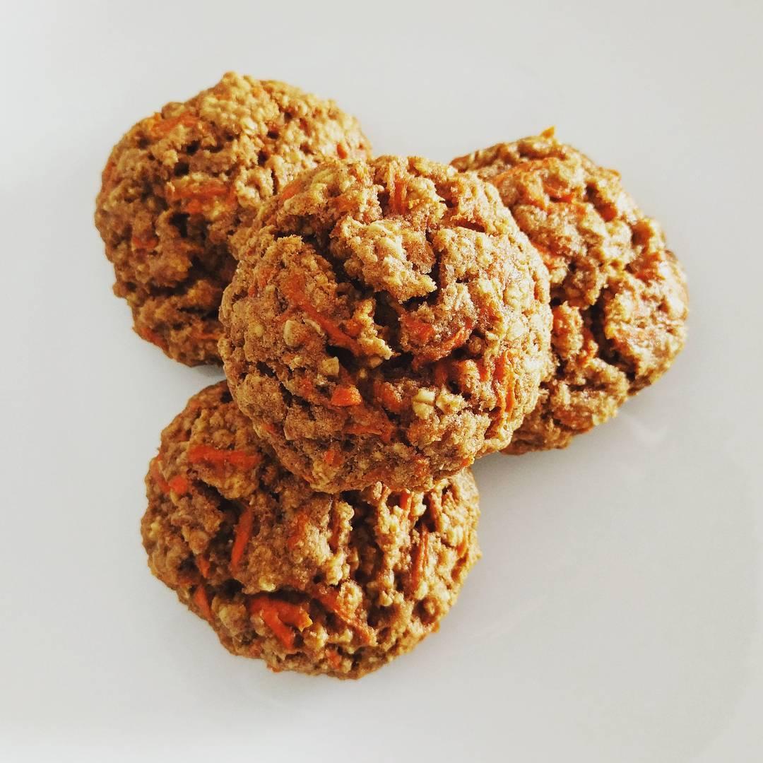 Carrot Cake Oatmeal Cookies | @healthyeatsdelicioustreats