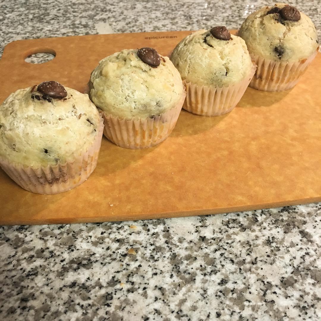 Chocolate Chip Banana Mini Muffins | @nuhmeg
