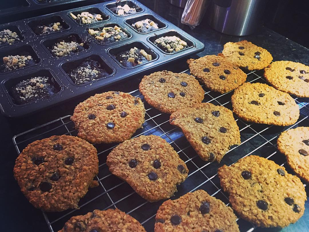 Chocolate Chip Oatmeal Cookies & Fudgy Dark Chocolate Strawberry Brownies | @laurajanefoulds