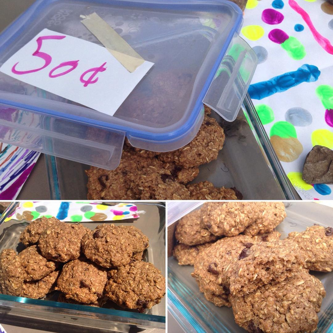 Chocolate Chip Oatmeal Cookies | @reginawehner