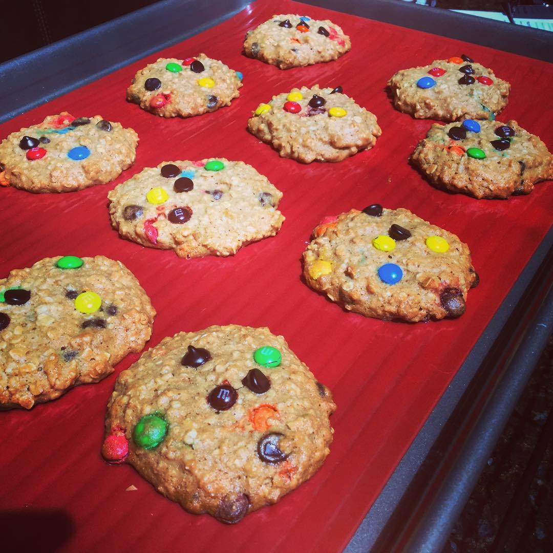 Healthy Classic Monster Cookies | @k1mch1k1d