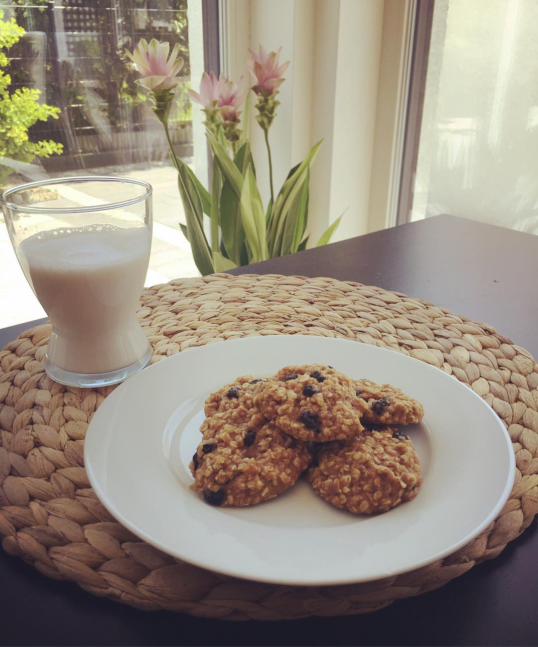 The Ultimate Healthy Soft & Chewy Oatmeal Raisin Cookies   @linzecross