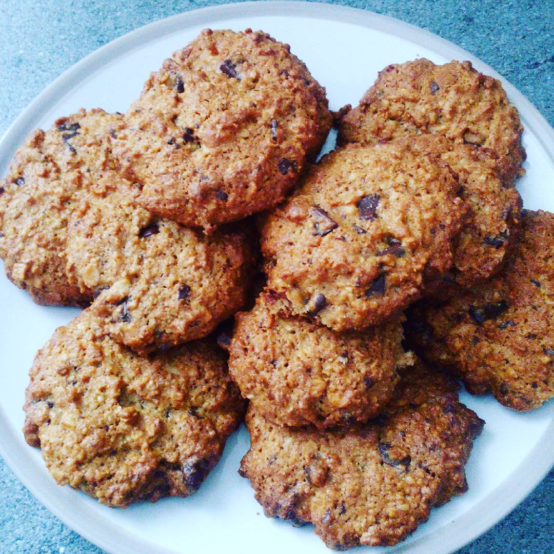 almond joy oatmeal cookies | @aniacoolhardchick