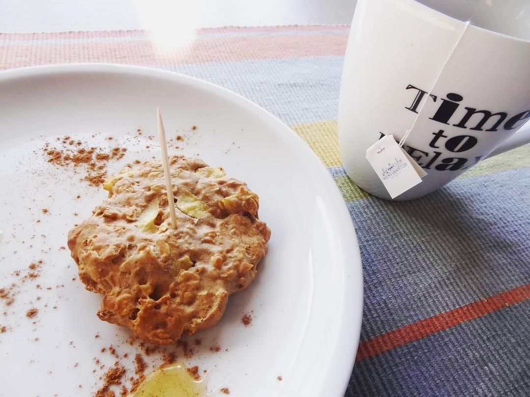 apple pie oatmeal cookies | @girlonherjourney