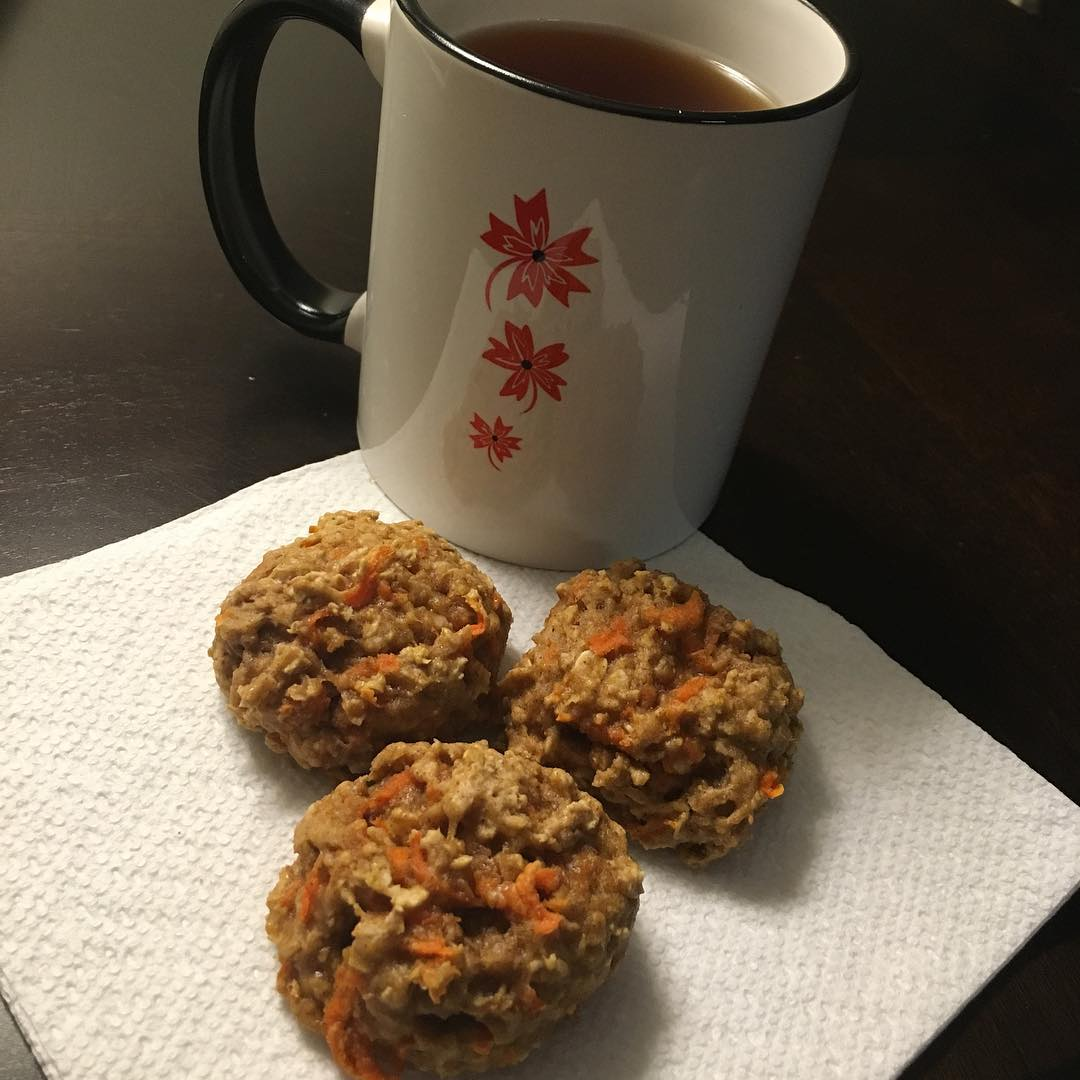 carrot cake oatmeal cookies | @fitfamschulz
