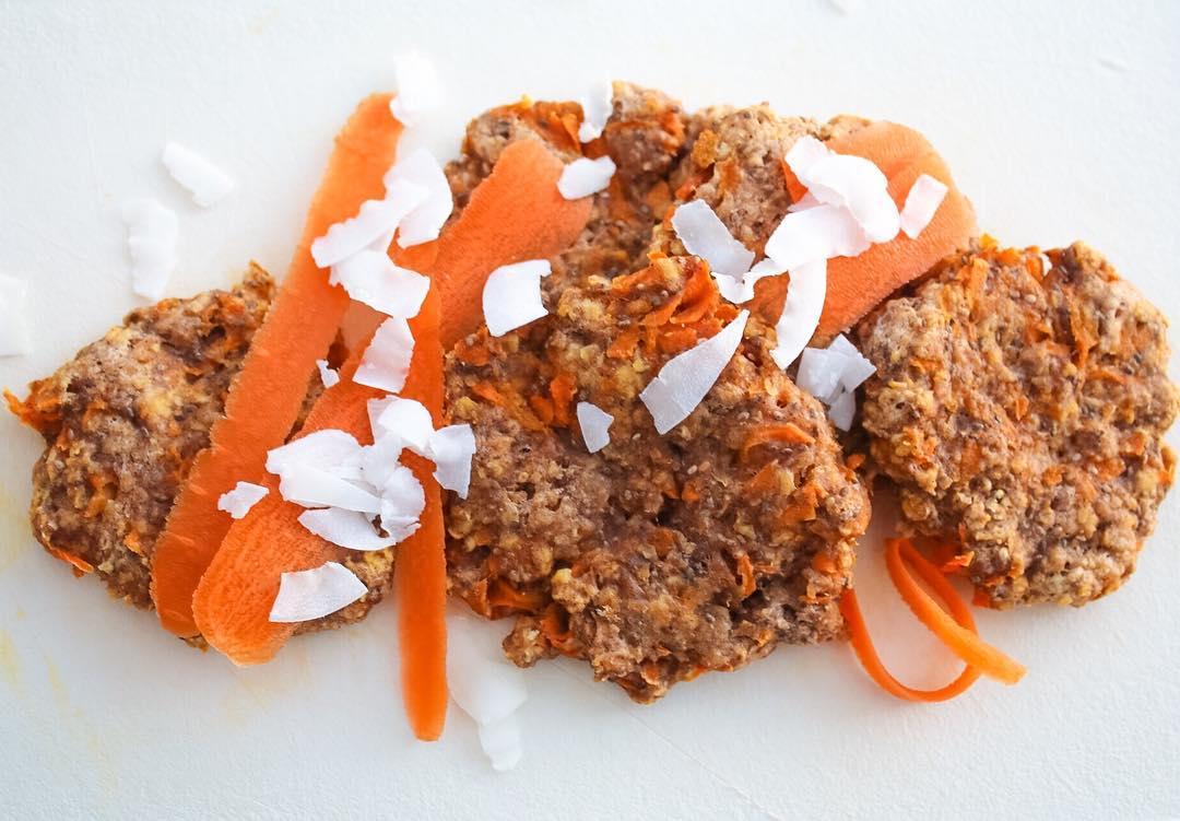 carrot cake oatmeal cookies | @sweetsmoothielife
