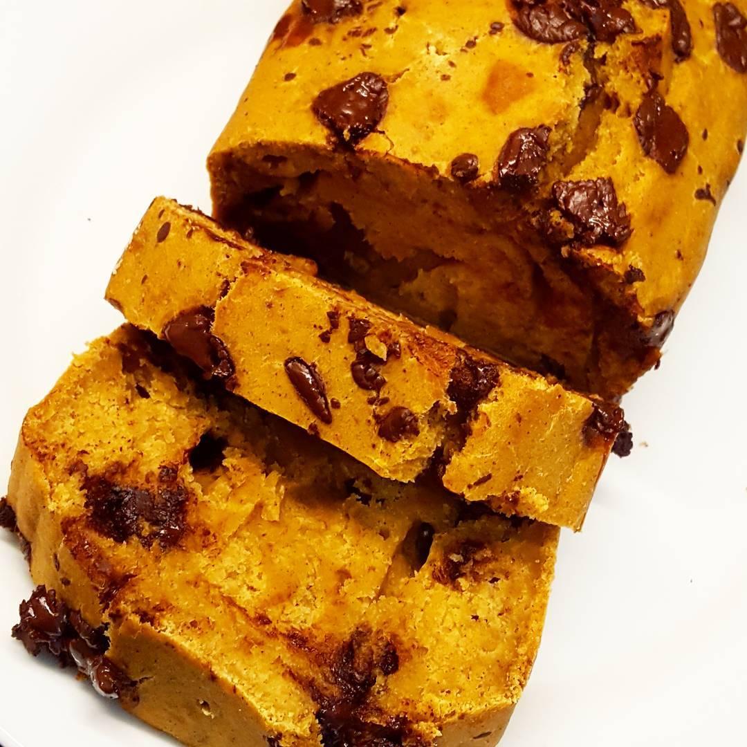 chocolate chip pumpkin bread | @fitgirl_flameprincess