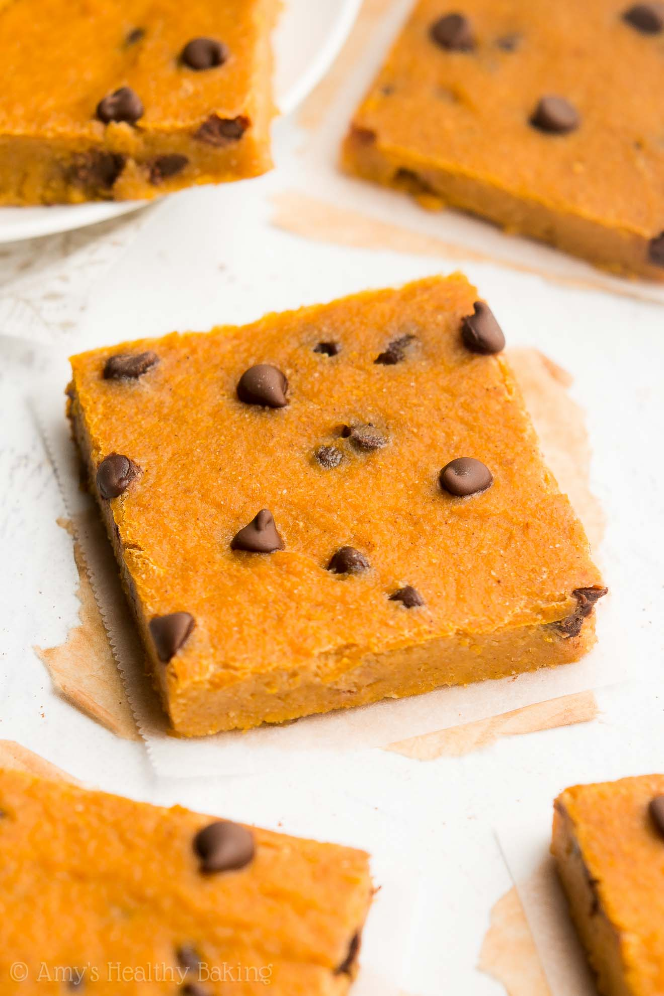 Pumpkin pie flavor + fudgy brownie texture + chocolate chips = AMAZING! And this easy dessert is secretly healthy enough for breakfast!