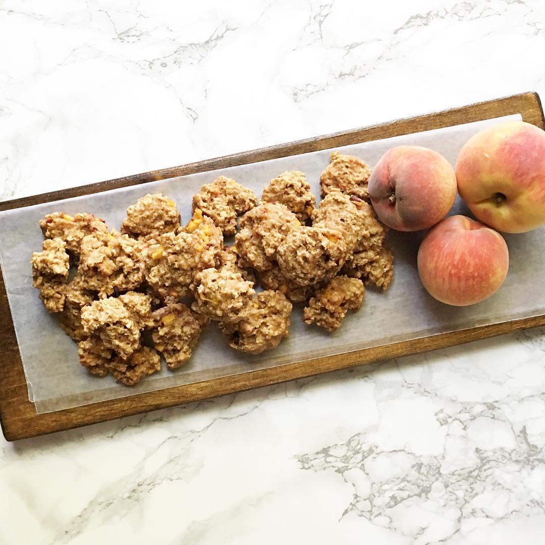 peach pie oatmeal cookies | @heathergiustino