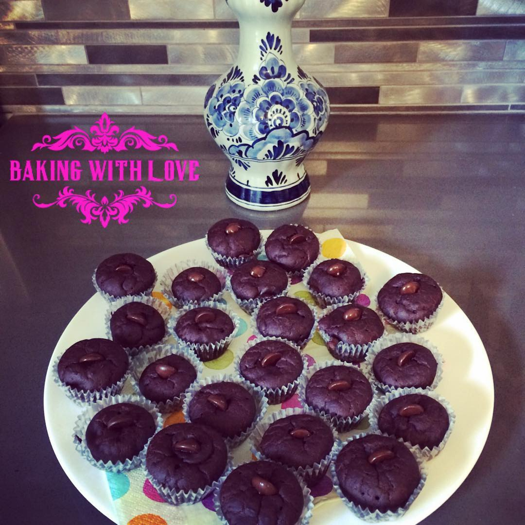 the ultimate healthy chocolate mini muffins | @dawn.gutierrez
