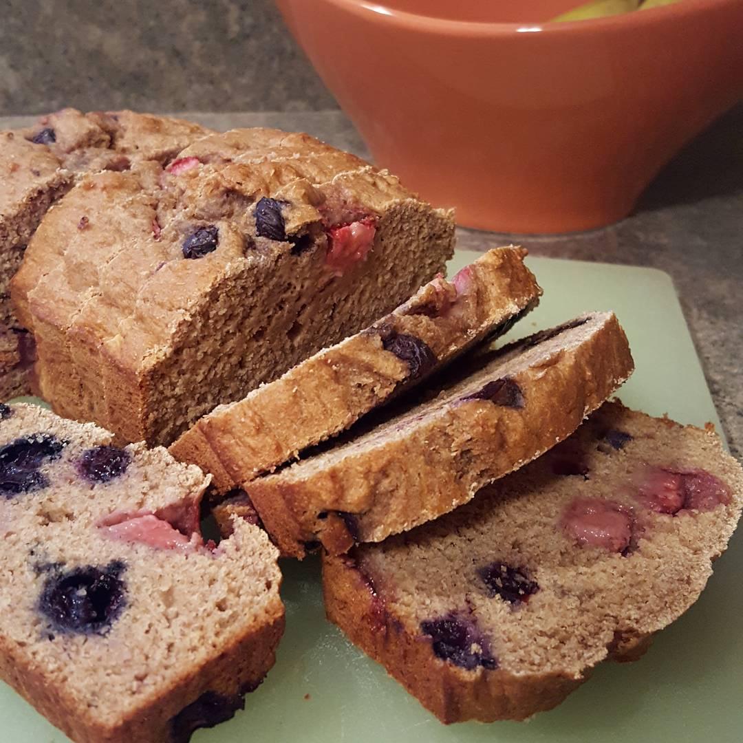 whole wheat strawberry blueberry banana bread | @pixies_treats