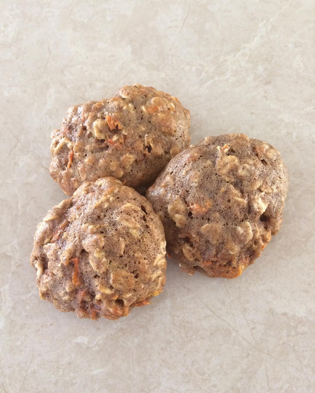 carrot cake oatmeal cookies by @lauz_waller