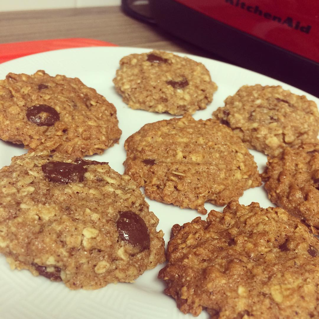 chocolate chip oatmeal cookies by @itsplaytimeingles