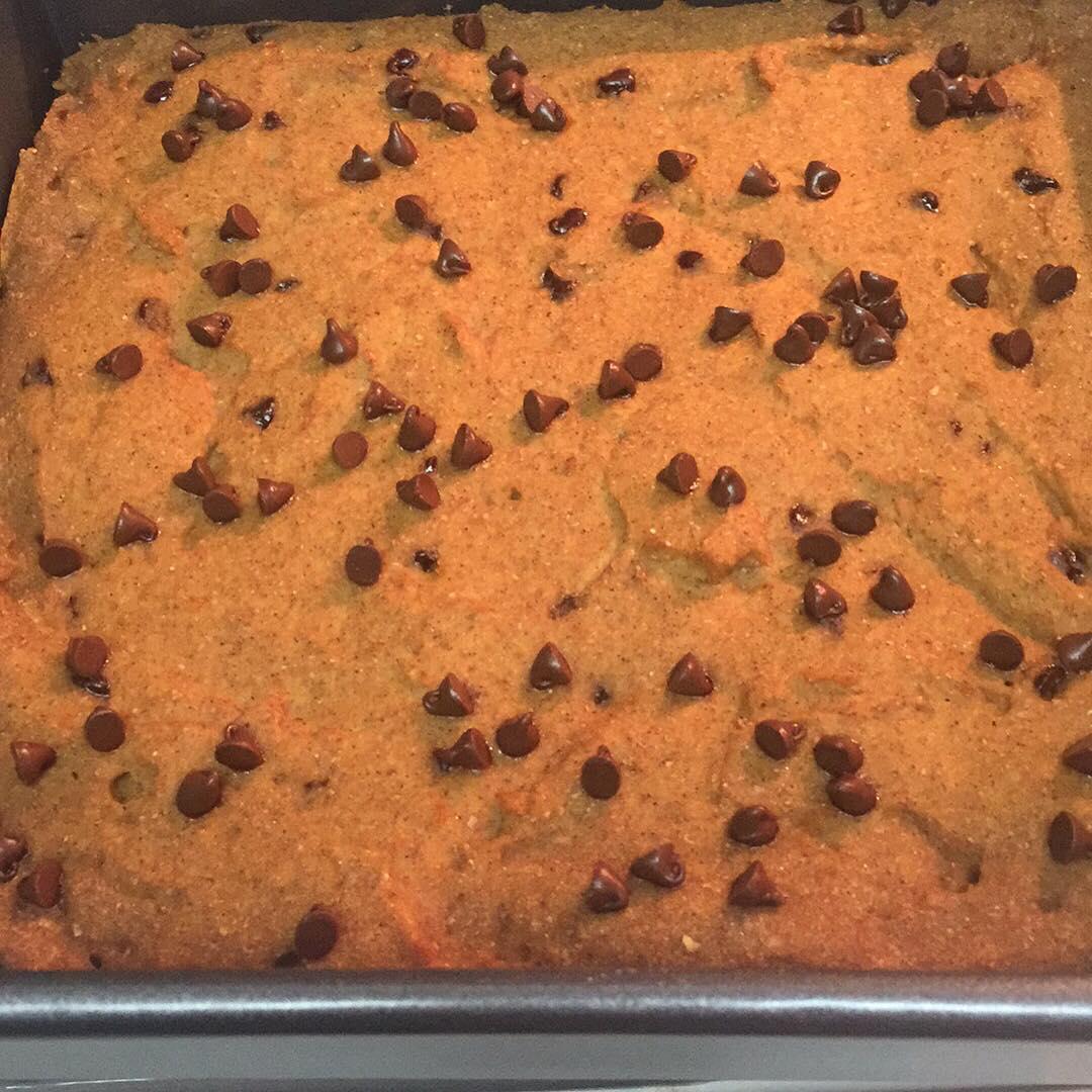chocolate chip pumpkin pie brownies by @janeska17