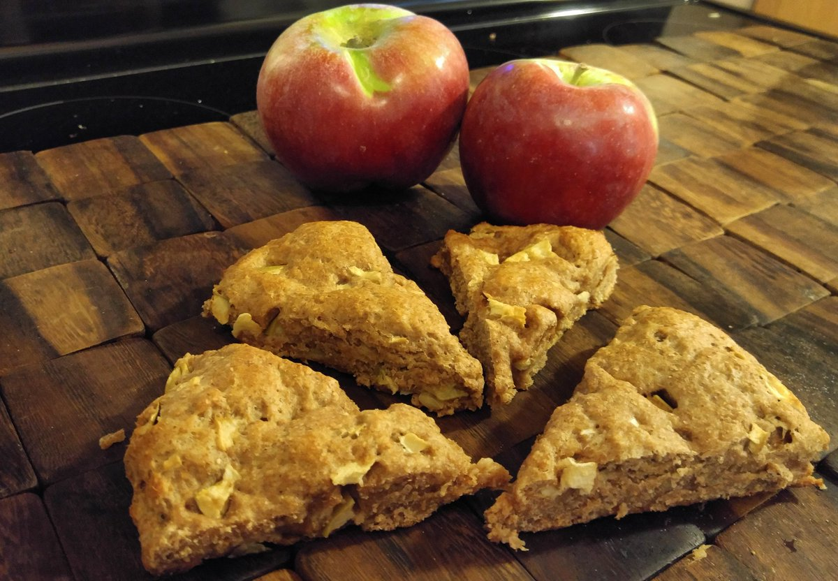 clean apple pie scones by @olivianicole_13