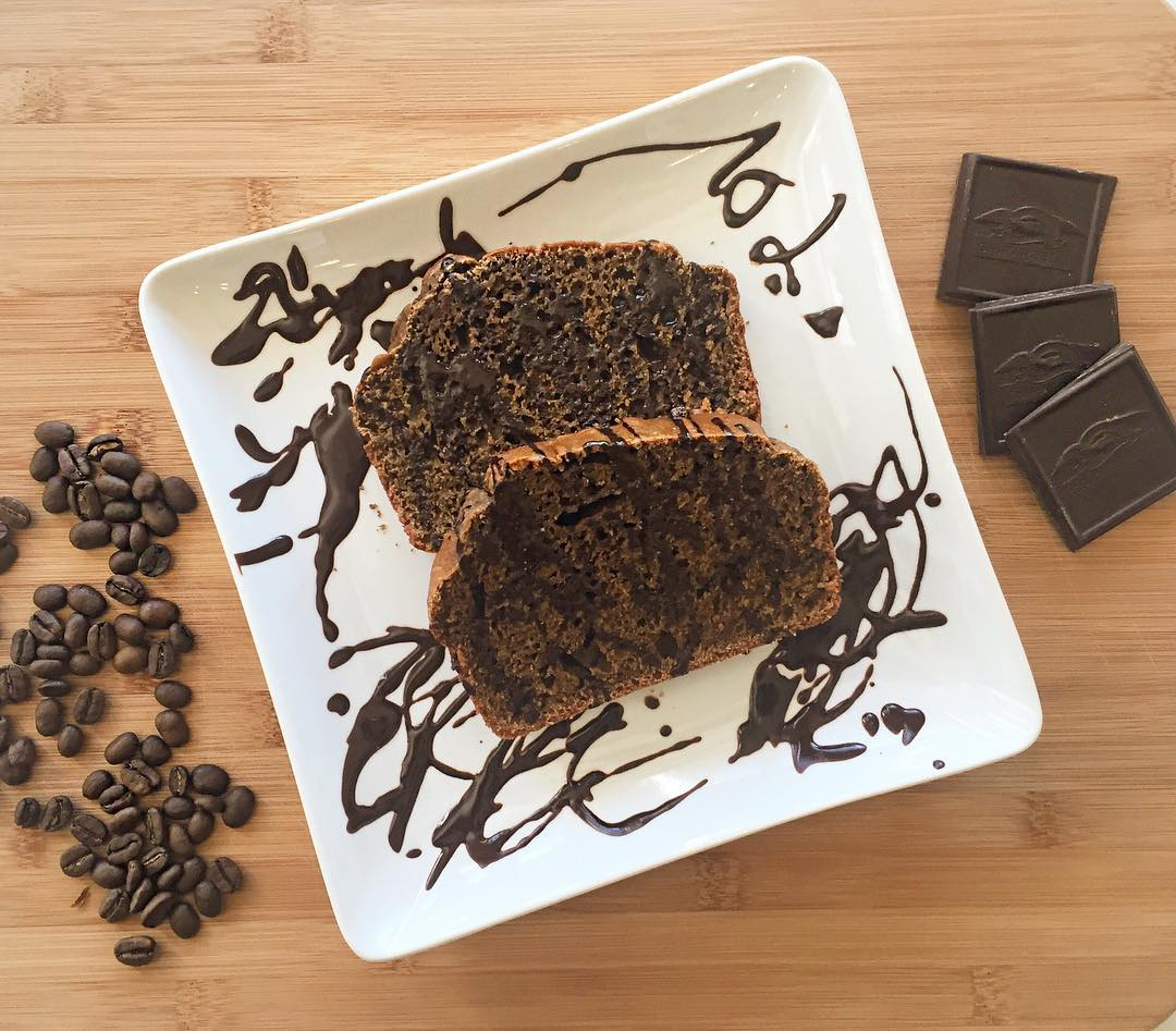 coffee loaf cake with dark chocolate drizzle by @bellatesoroboutique