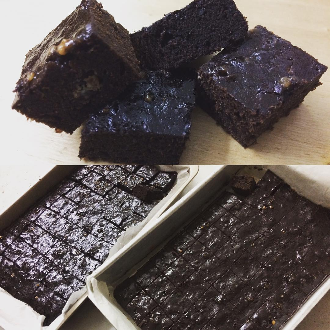 fudgy salted caramel brownies by @nezz1893