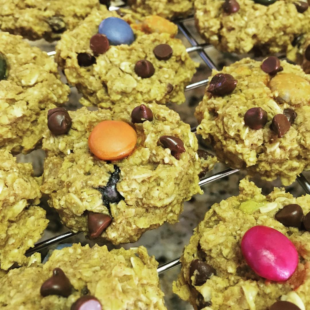 healthy pumpkin monster cookies by @fit_feisty_foodlovingmama
