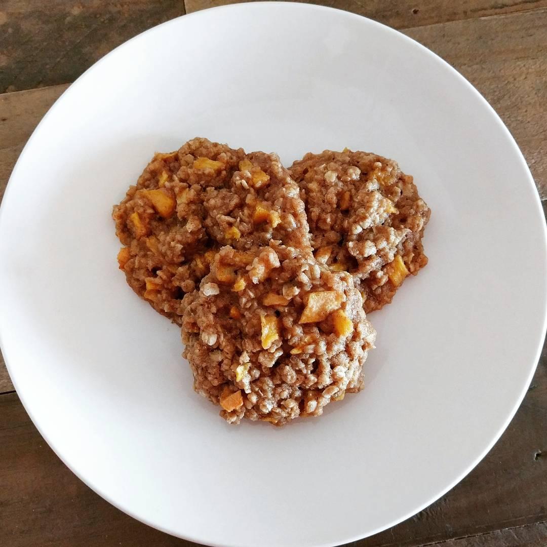 peach pie oatmeal cookies by @healthyeatsdelicioustreats
