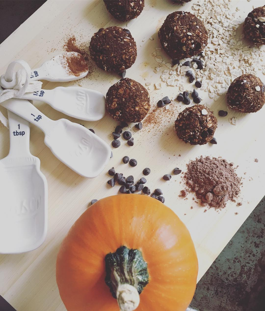 pumpkin chocolate chip energy bites by @leighann0509