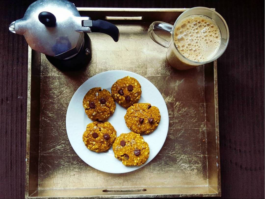 pumpkin pie chocolate chip oatmeal cookies & the ultimate healthy pumpkin spice latte by @balancing.andie
