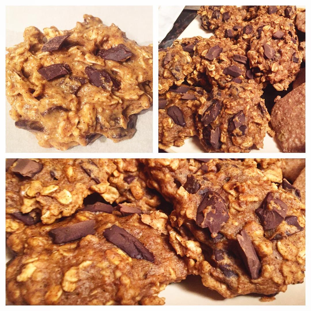 pumpkin pie chocolate chip oatmeal cookies by @sahmvskitchen