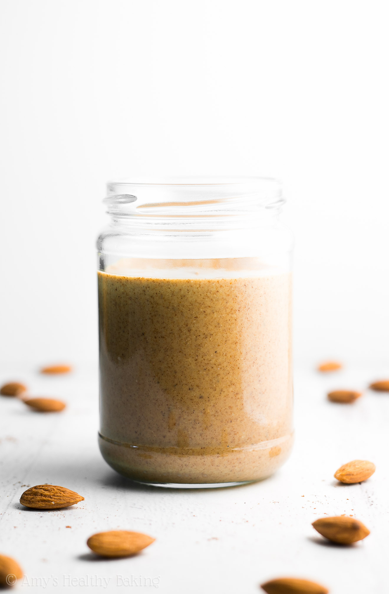 Pumpkin Spice Almond Butter -- you just need 3 ingredients & 10 minutes! Easy, healthy & full of cozy fall flavors!