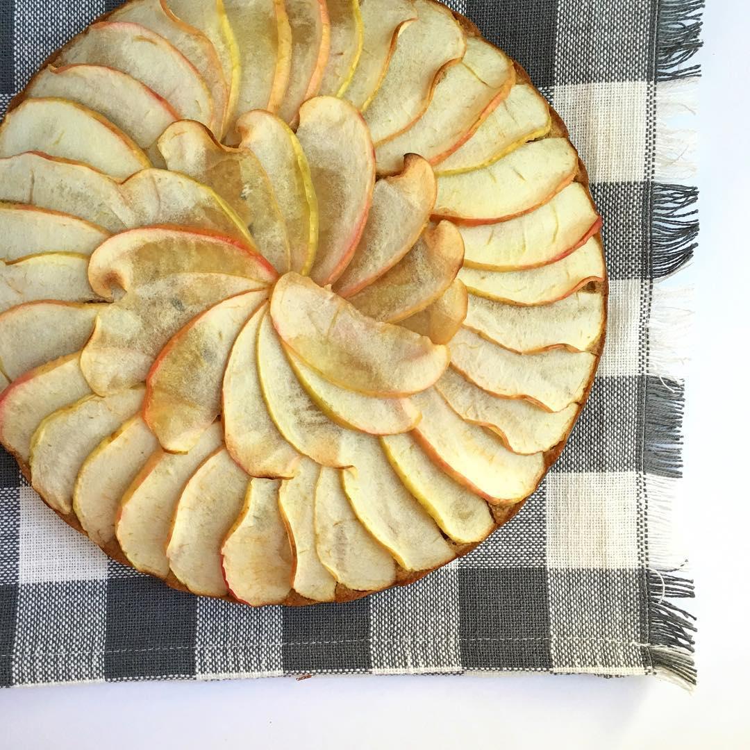 simple cinnamon apple cake by @thekidseatkale
