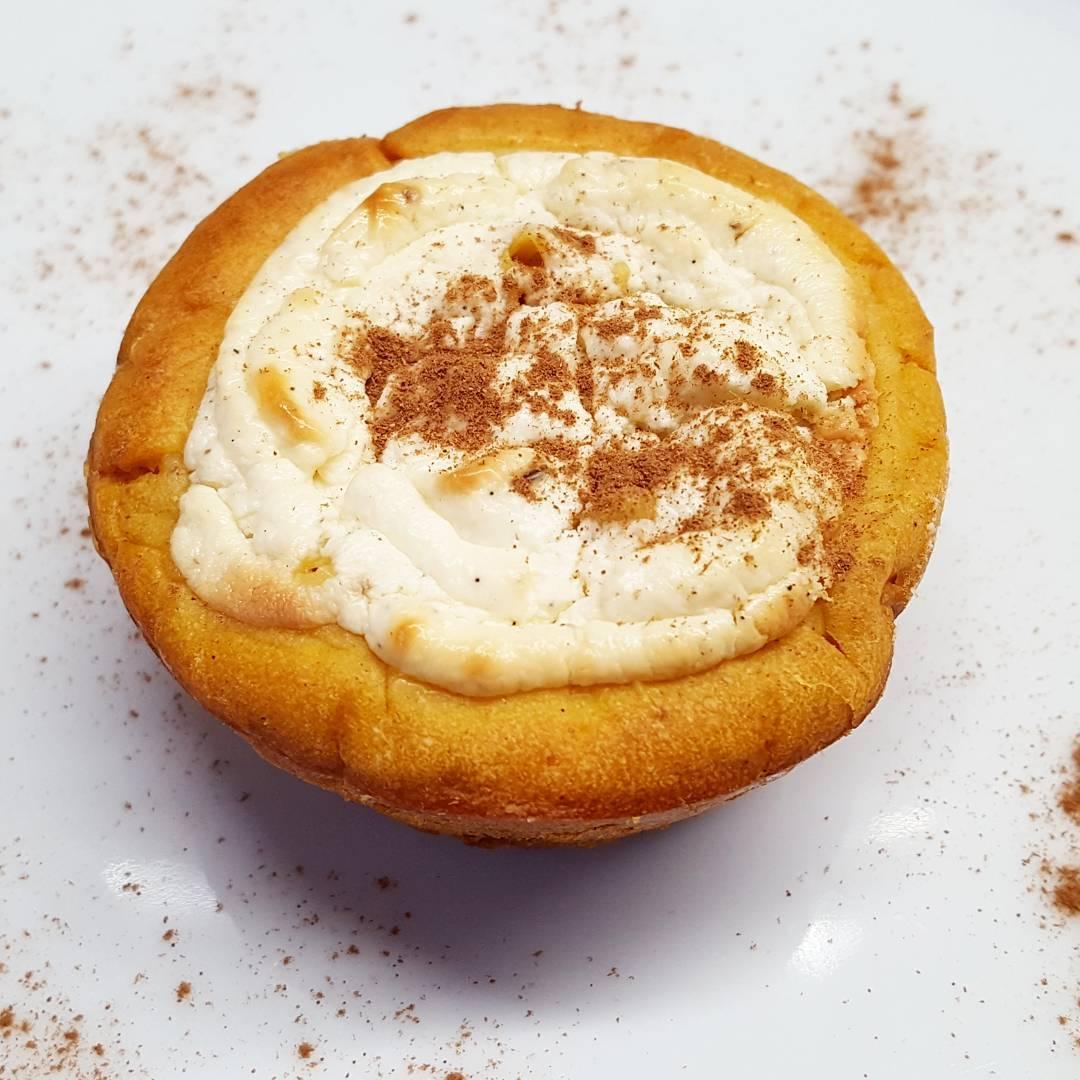skinny pumpkin cream cheese muffins {Starbucks copycat!} by @fitgirl_flameprincess