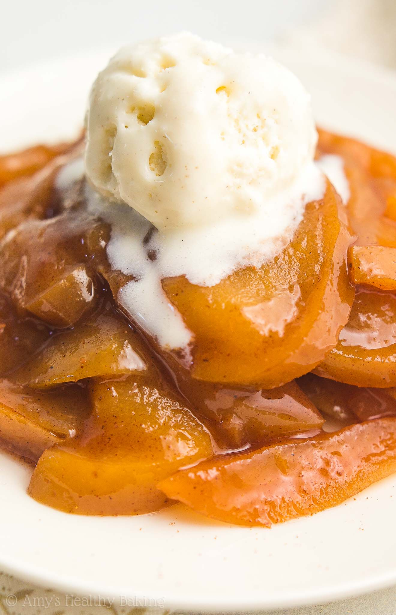 Healthy Slow Cooker Crustless Apple Pie à la Mode -- the easiest recipe you'll ever make! Just 99 calories & healthy enough for breakfast!