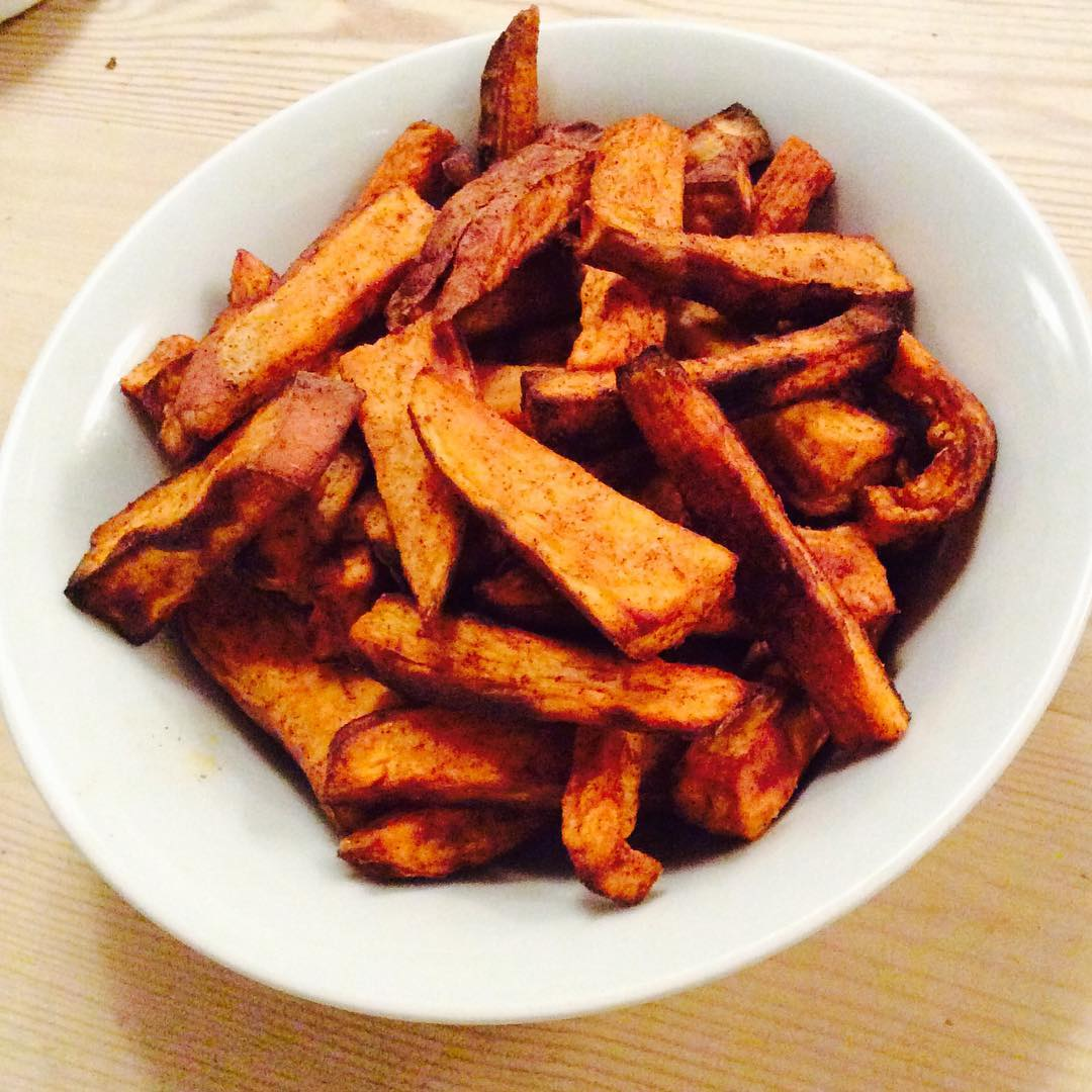 baked spicy cinnamon sweet potato fries by @liannesreid