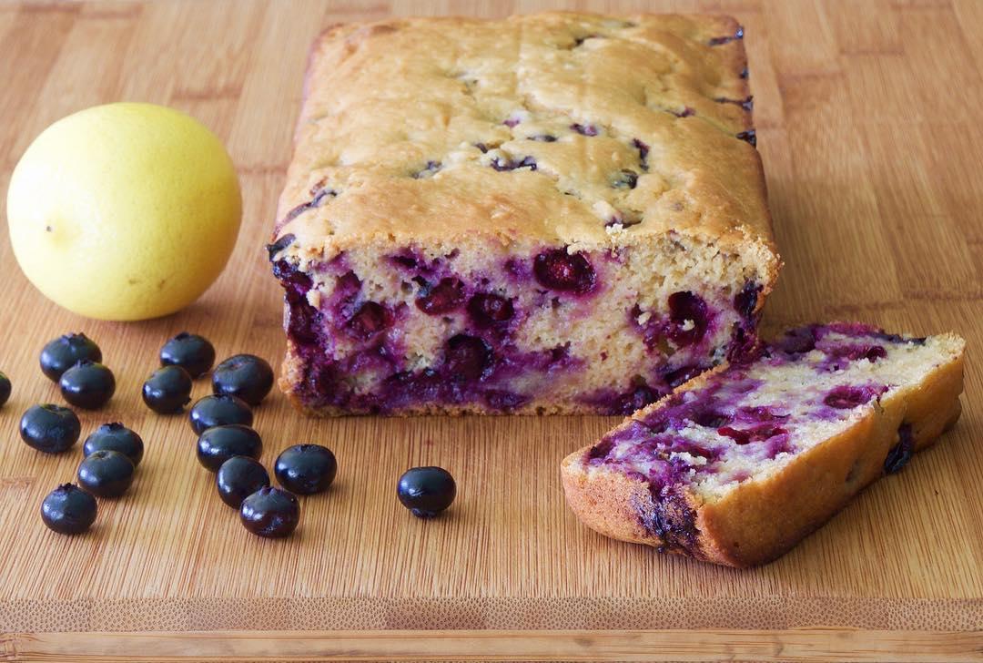 lemon blueberry breakfast loaf by @bellatesoroboutique