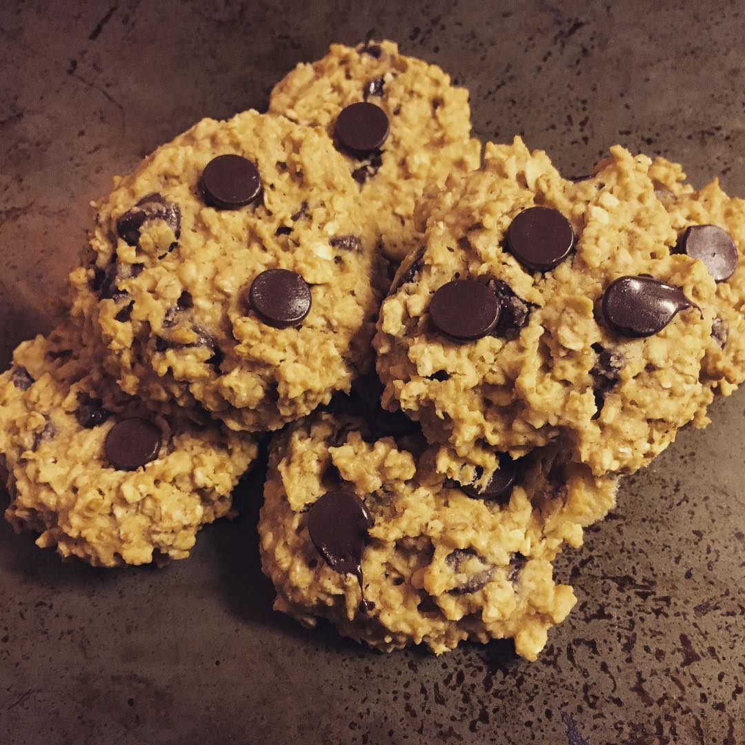 chocolate chip peanut butter oatmeal cookies by @leighann0509