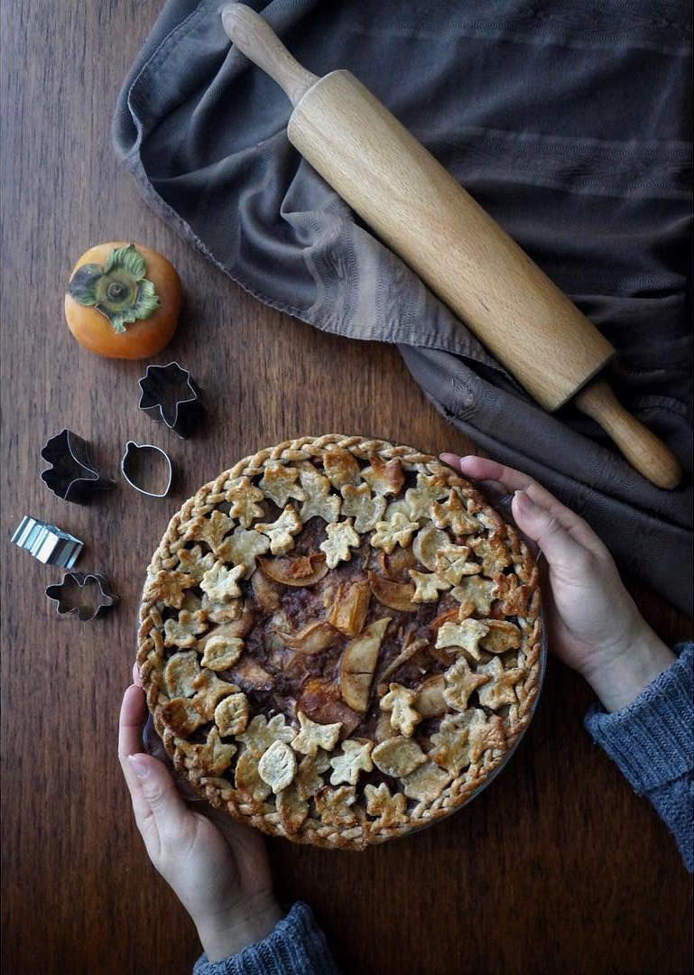 clean classic apple pie {with persimmons too!} by @kerrionotera