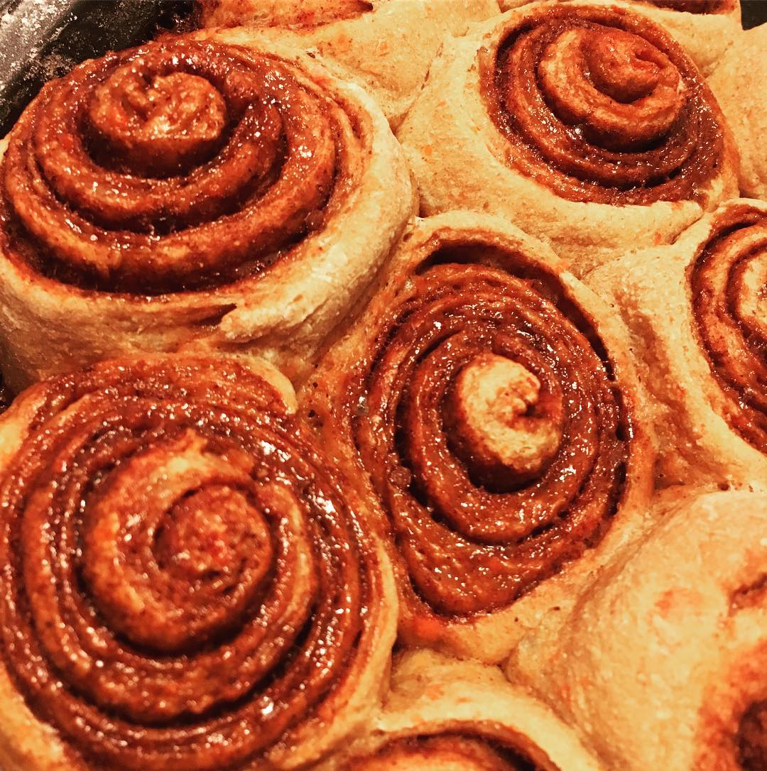 clean pumpkin cinnamon rolls by @analuiza_stocco