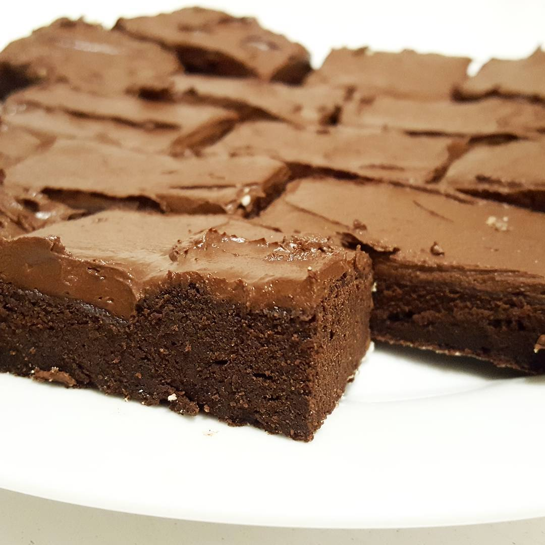 clean & fudgy dark chocolate frosted brownies by @fitgirl_flameprincess