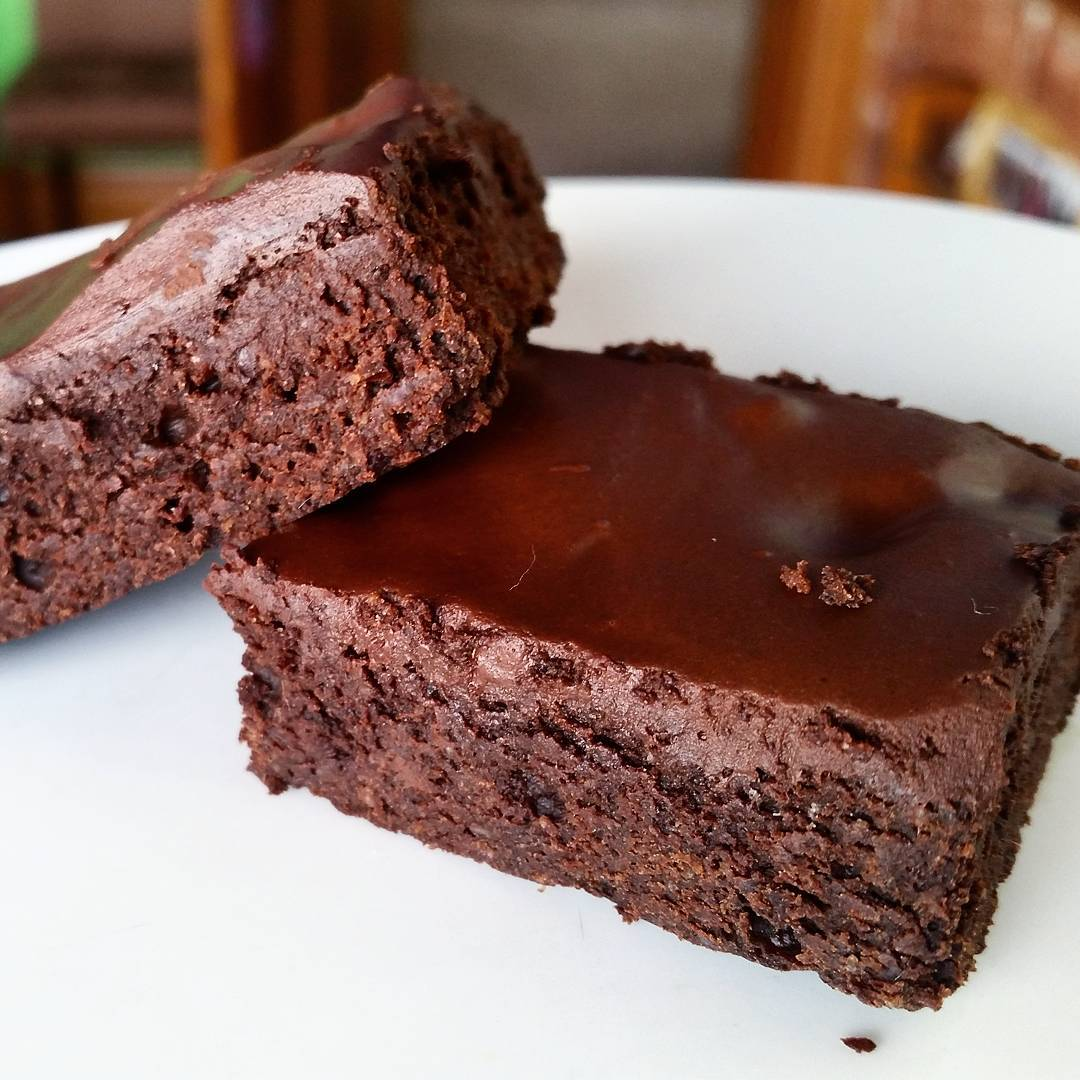 clean & fudgy dark chocolate frosted brownies by @lightscamerabake