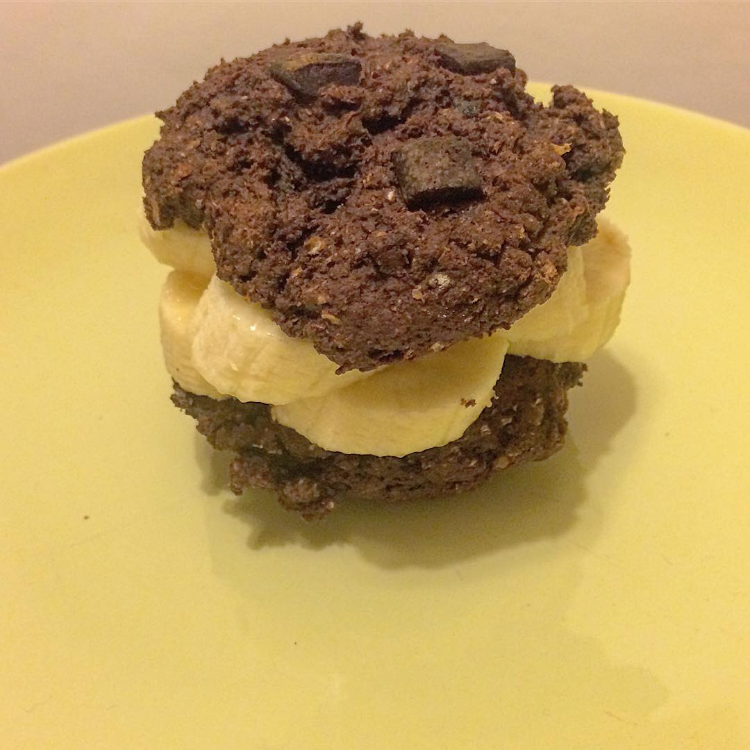 fudgy triple chocolate cookies by @studenthealthlifegoalz