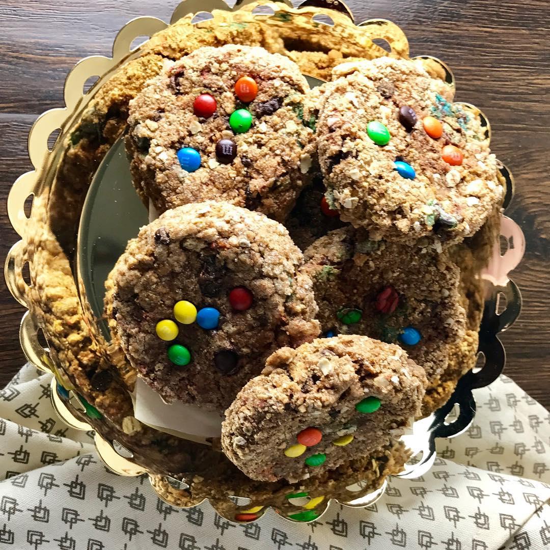 healthy pumpkin monster cookies by @kellylynnssweets
