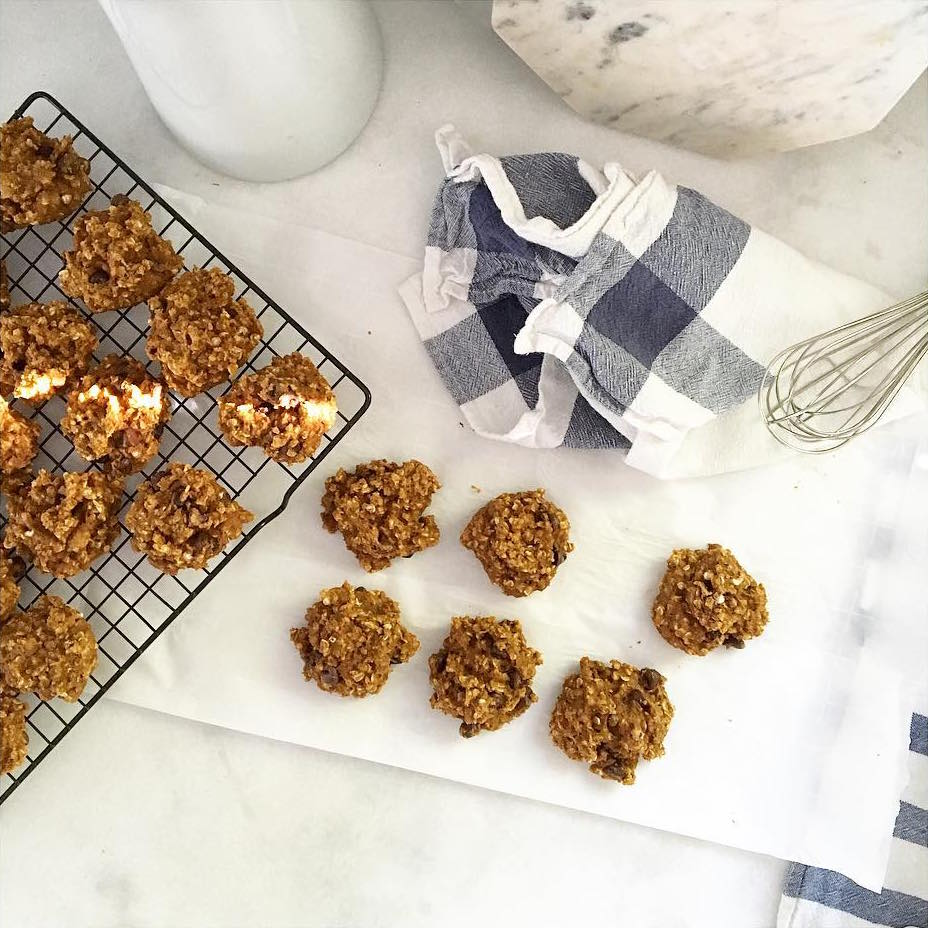 pumpkin pie chocolate chip oatmeal cookies by @chelseapetaja