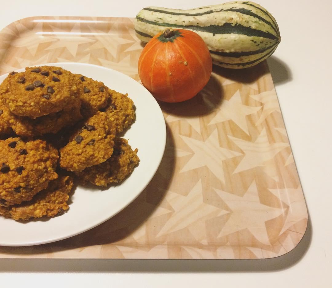 pumpkin pie chocolate chip oatmeal cookies by @cioccolatoelamponi