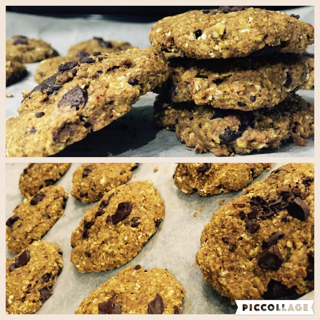pumpkin pie chocolate chip oatmeal cookies by @gymgoddessne