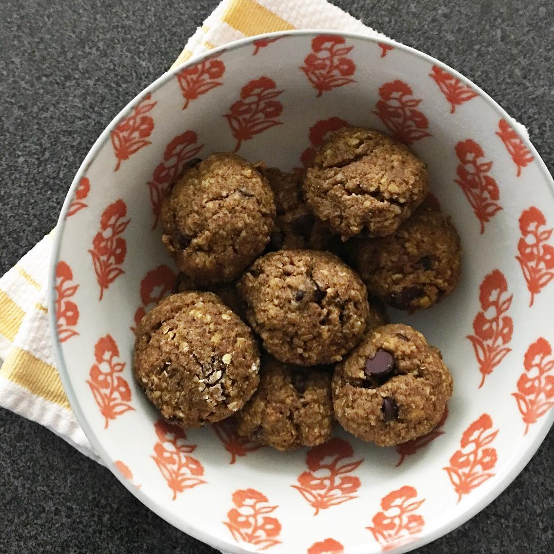pumpkin pie chocolate chip oatmeal cookies by @hiliariwilliams