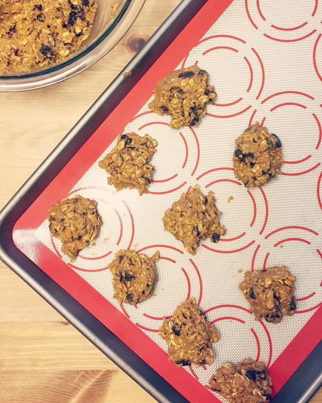pumpkin pie chocolate chip oatmeal cookies by @maggiemetcrossfit