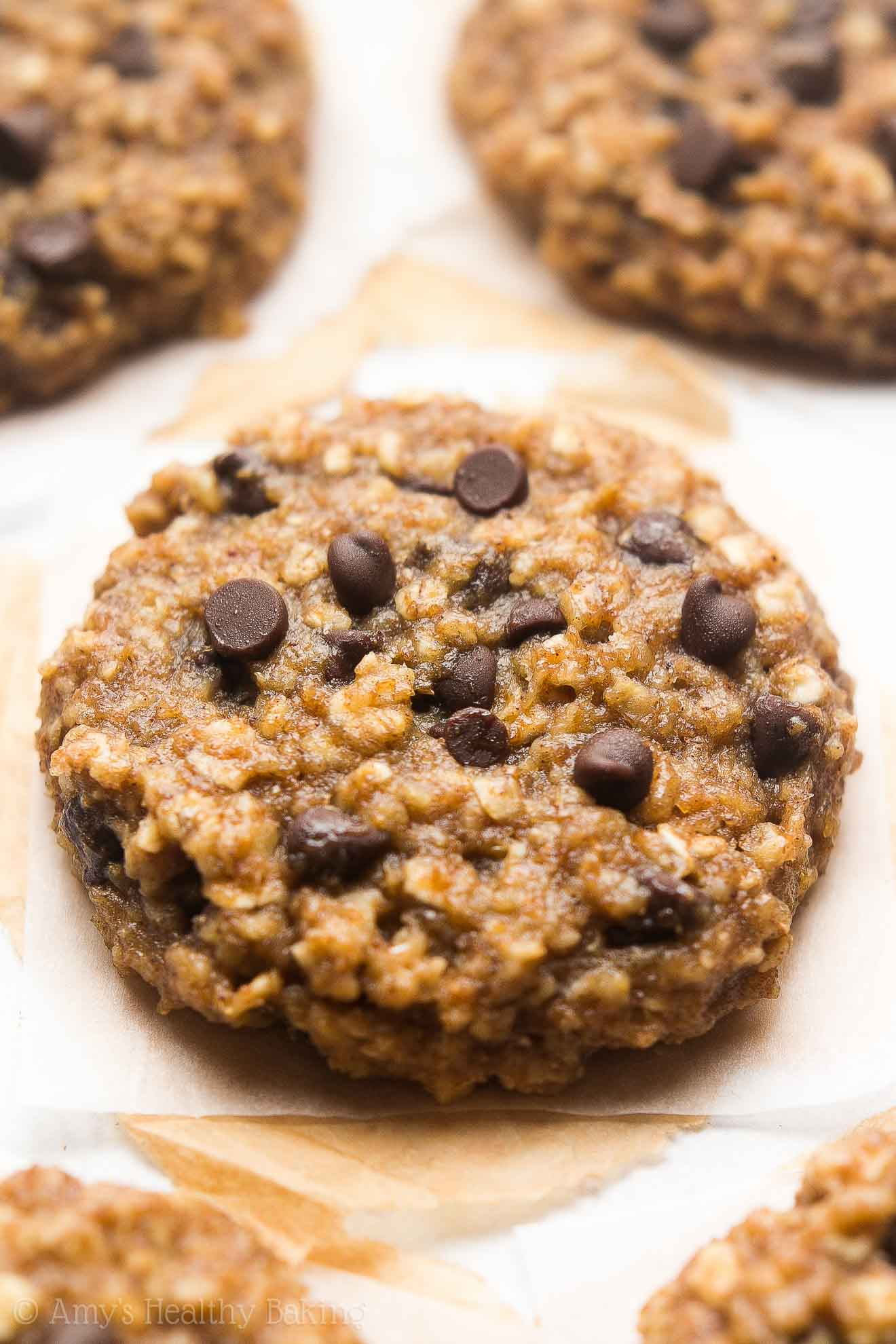 Healthy Chocolate Chip Eggnog Oatmeal Cookies -- only 97 calories & perfect for the holidays! These skinny cookies don't taste healthy at all!