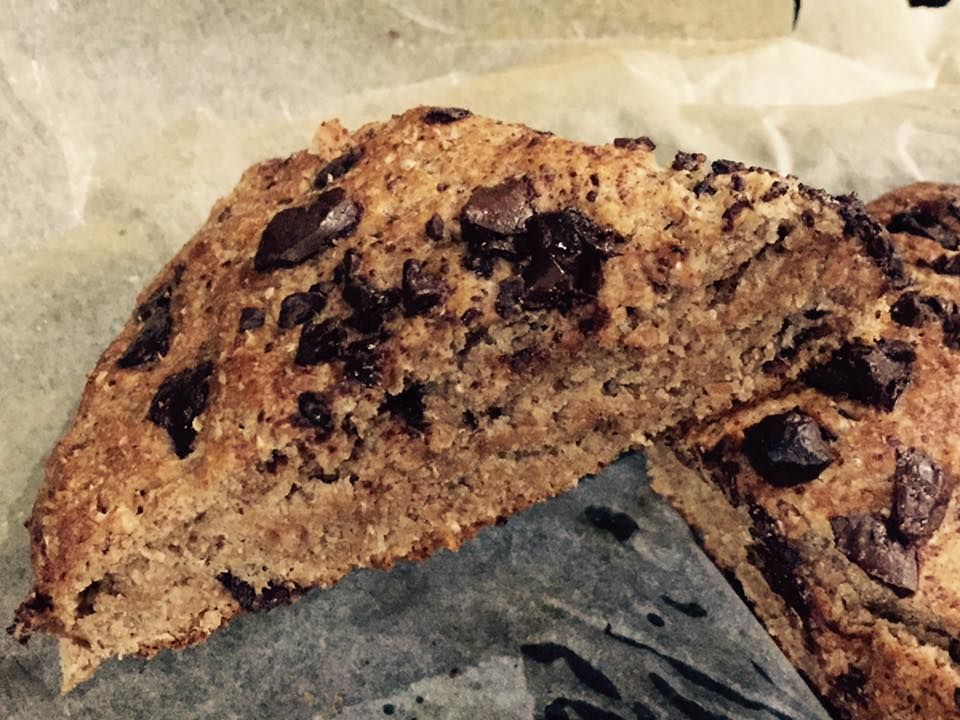healthy chocolate chip gingerbread scones by @gymgoddessne