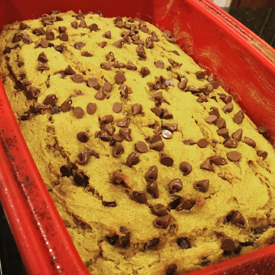 chocolate chip pumpkin bread by @k1mch1k1d