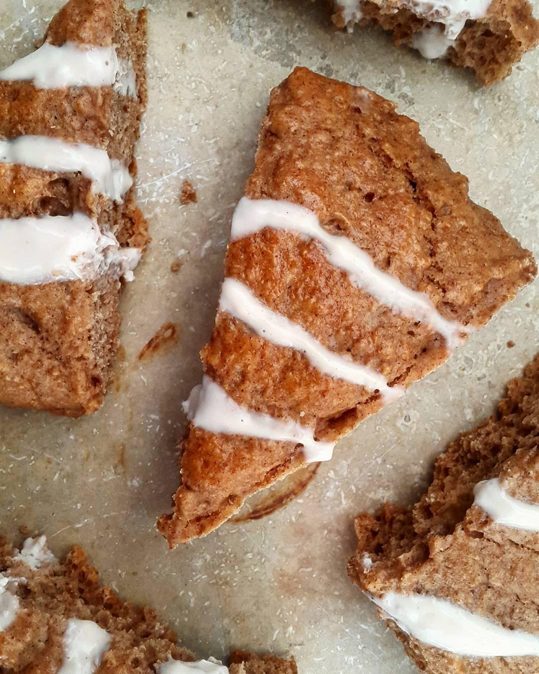healthy cinnamon roll scones by @gui_le05